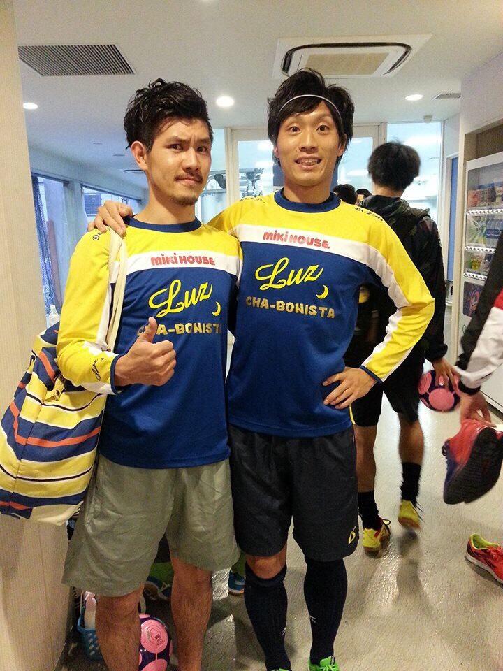 LUZウェアを着ているミキハウス・安光選手(左)と大畠選手(右)